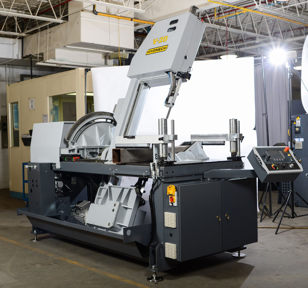 Hyd-Mech V-20 Semi-Automatic Vertical Band Saw